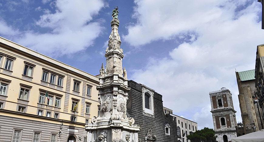 Spaccanapoli Obelisco Immacolata