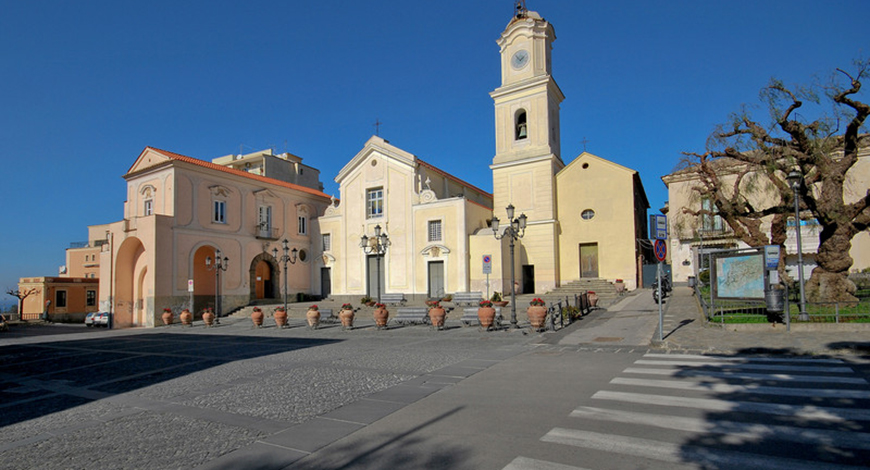 Piazza Vescovado Massa Lubrense